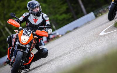 Wir lieben Motorradfahren.